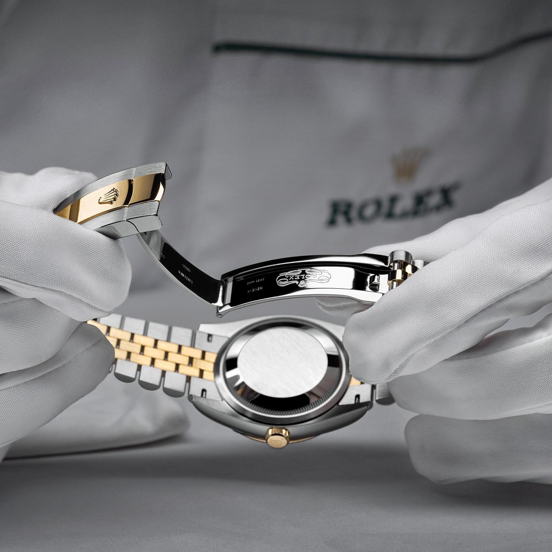 THE ROLEX SERVICE PROCEDURE